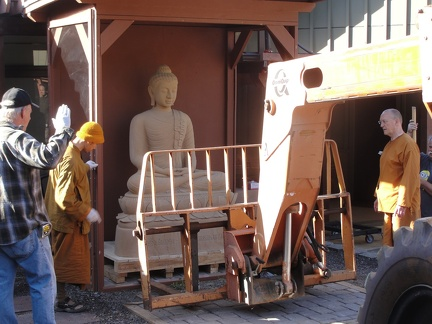 Lifting the Buddha from it's temporary shelter
