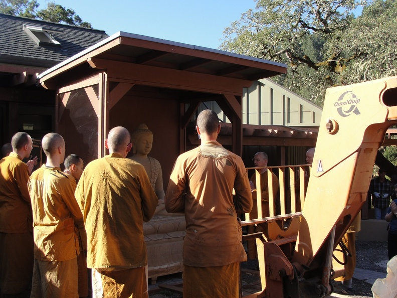 Inviting the Buddha to be moved to the reception hall