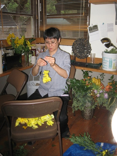 2 - Preparing flowers with great focus.JPG