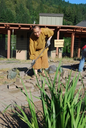 Ajahn Kassapo removing bricks