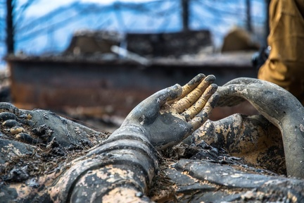 The hands of a very heavy and large melted Buddharupa