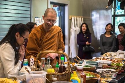 Tan Jāgaro receiving the meal offerings