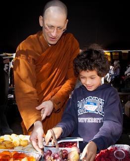 15) Cunda receives food from Kaz