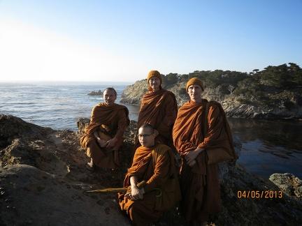044) Aj. Dtun & visiting monks