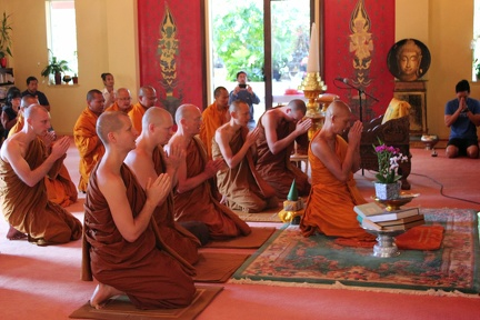 054) Paying respects to the Buddha
