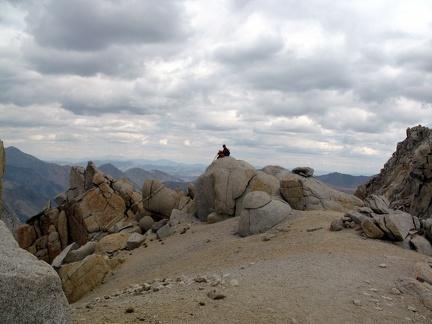 088) T. Kassapo overlooks Yosemite mountains