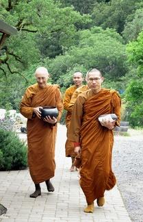 098) Other Visiting Ajahns with Aj. Karunadhammo