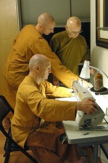 126) LP Pasanno, Aj. Karunadhammo & Aj. Nyaniko Sewing Kathina Robe
