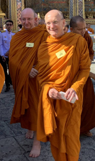Luang Por and Ajahn Amaro arriving at Wat Phra Kaew