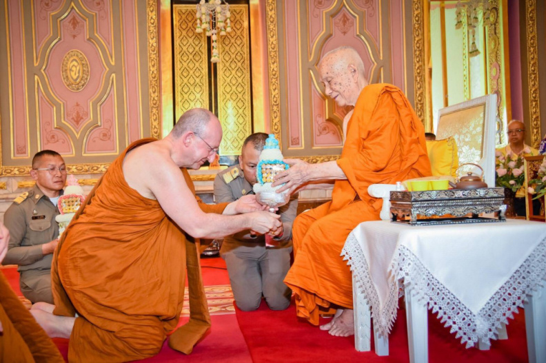Ajahn Amaro paying respects to the Supreme Patriarch