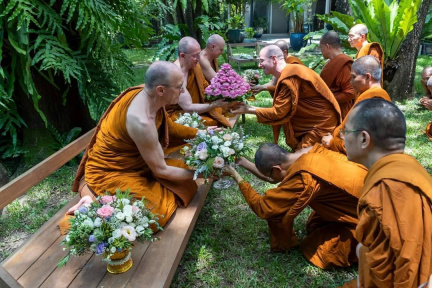 The Wat Pah Nanachat Sangha asking forgiveness
