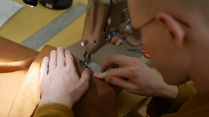 Tan Gambhīro on first sewing of the Kathina robe