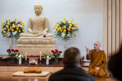 Ajahn Karunadhammo greeting the community