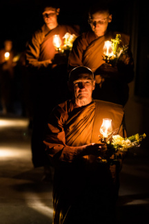 Luang Por Pasanno leads the circumambulation around the cloister on Māgha Pūjā.